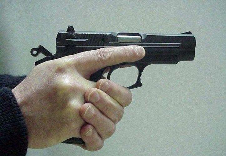 El arma era un tipo revolver y antes de accionarla lo amenazaron con ella varias veces. (Foto: Contexto/Internet).