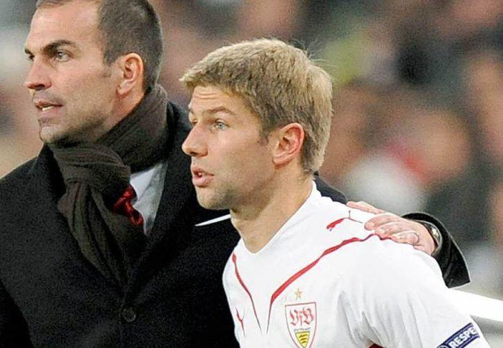 Thomas Hitzlsperger es el primer futbolista profeisonal de Alemania que se declara abiertamente gay. La imagen es de 2009, cuando militaba en el Stutgart. (Archivo/badische-zeitung.de)