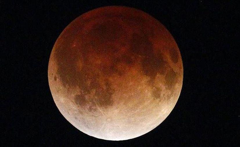 Un eclipse total de luna hará que el satélite sea observado hasta en un 14 por ciento más que su tamaño habitual, este fin de semana. (Reuters)