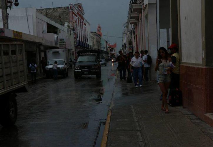 Prevé la Conagua que este domingo llueva en Yucatán. Una onda tropical con posibilidad de convertirse en ciclón tropical se moverá al Caribe en los próximos días. (José Acosta/SIPSE)