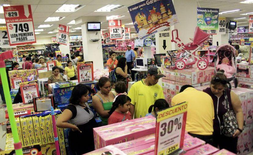Se estima que Santa Claus gaste entre 500 y 700 pesos en promedio por niño esta Navidad. (Christian Ayala/SIPSE)