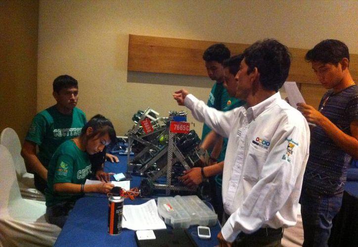 """Los equipos de Tuxtla Gutiérrez y de Nueva York fueron los ganadores del concurso de robótica en la categoría """"Bachillerato"""" y """"Universidad"""", respectivamente. (Cortesía)"""