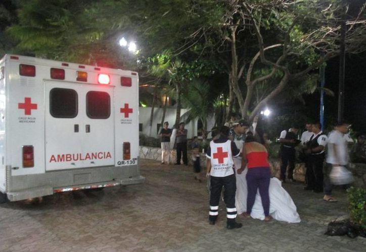 El personal del Servicio Médico Forense en encargó del levantamiento del cuerpo. (Redacción/SIPSE)