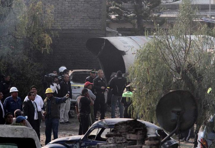 Explosión de pipa de gas en la autopista México-Pachuca, con un saldo preliminar de 20 personas muertas, a unos kilómetros de San Juanico. (Notimex)