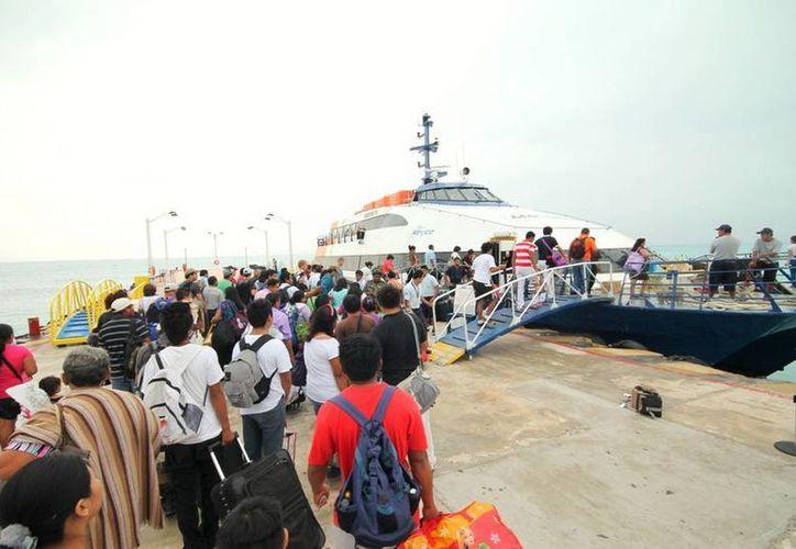 Durante los meses de diciembre de 2012 y enero del presente año, se registró un total de mil 820 movimientos de arribo y zarpe de las embarcaciones de ruta. (Redacción/SIPSE)