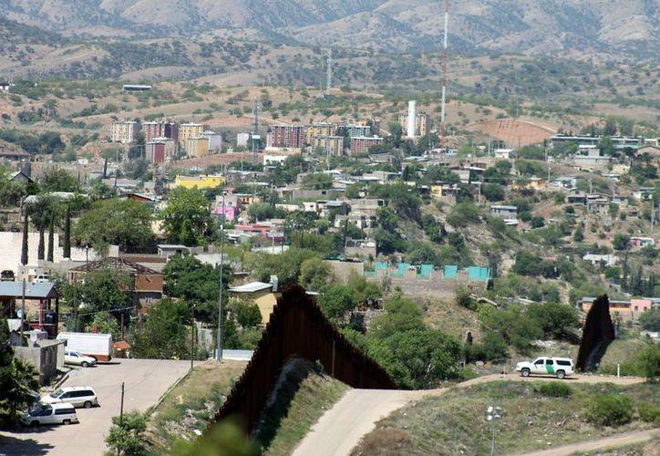 Los alcaldes de la zona sur del estado de Texas quieren proteger a sus 'socios del sur': los mexicanos. Vista de la frontera estadounidense con México en Tucson, Arizona. (EFE/Archivo)