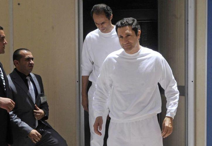 Gamal y Alaa Mubarak se dirigieron a una residencia en un exclusivo barrio de El Cairo apenas salieron de prisión. (AP)