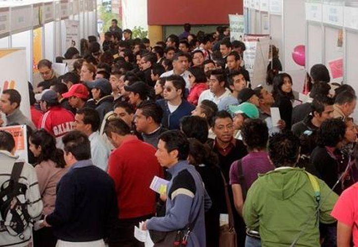 Durante la jornada realizada en la Plaza de la Reforma se ofertaron tres mil vacantes. (Redacción/SIPSE)