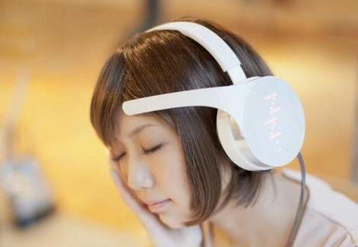 Los audífonos incluyen luces LED que, a través de iconos, indican tu estado cerebral. (Neuroware)