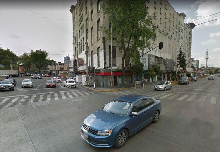 Fue en este cruce en el que un auto la embistió al salirse a la avenida corriendo para pedir ayuda. (Internet)