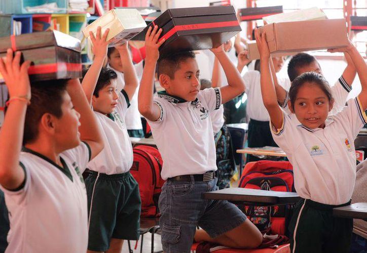 """Los niños de Leona Vicario y de Puerto Morelos son directos beneficiarios de los programas """"Municipio en tu escuela"""" y """"Siguiendo tus Pasos"""". (Redacción/SIPSE)"""