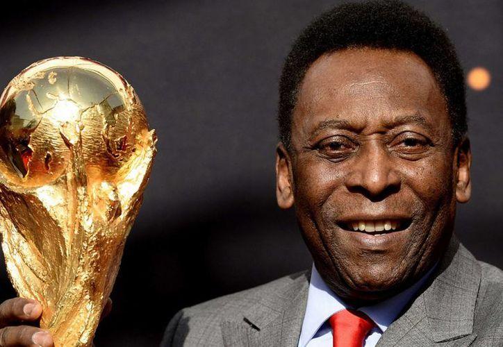 Pelé se recupera satisfactoriamente tras ser operado de cálculos renales y luego de una infección urinaria. (dailyrecord.co.uk/Foto de archivo)