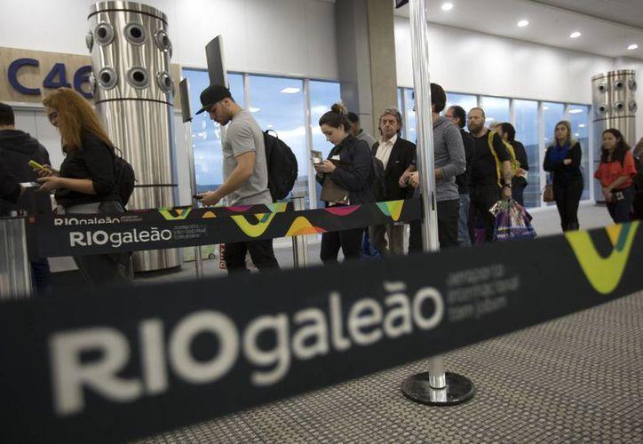El transporte también se ha convertido en un problema para los asistentes a los juegos de Río 2016. (AP)
