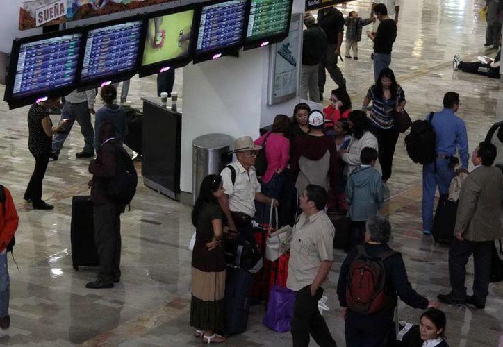 El Aeropuerto Internacional Benito Juárez de la Ciudad de México sigue con sus vuelos normales. (Notimex)