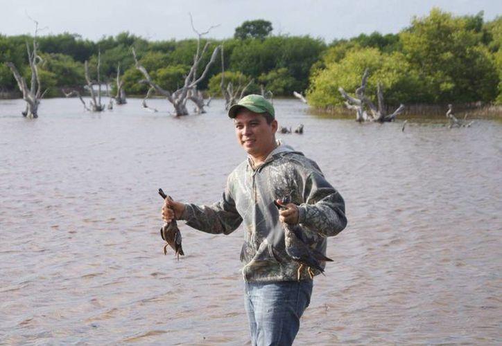 La cacería de patos es uno de los atractivos que ofrece Sisal. (SIPSE/Archivo)