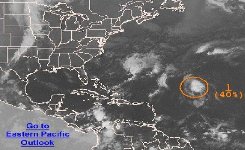 La baja presión, ubicada en el Oceano Atlántico, presenta una probabilidad del 40 por ciento de evolucionar en un sistema tropical. (Archivo/SIPSE)