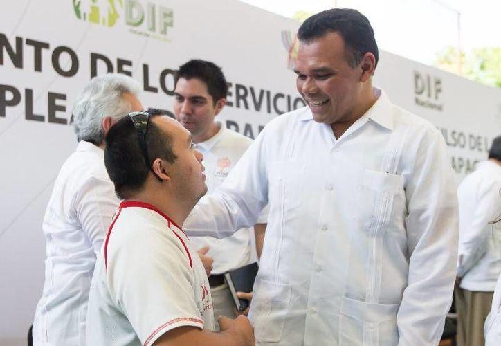 El Gobernador entregó de equipamiento a áreas clínicas al CREE y de inclusión laboral.  (Cortesía)