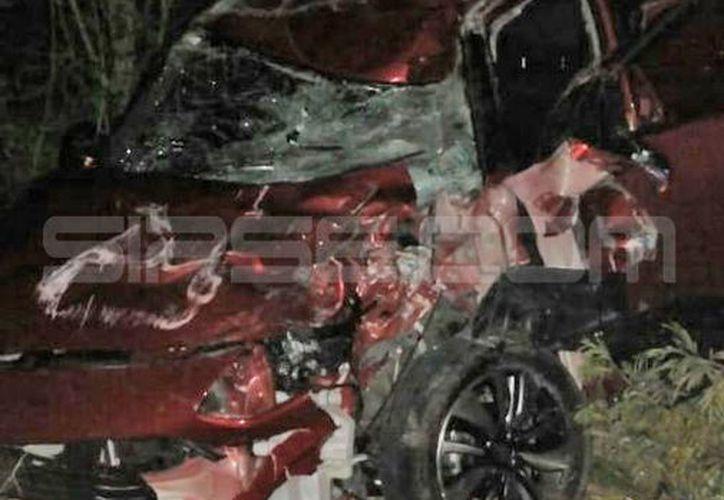 El vehículo quedó destrozado del frente. (Milenio Novedades)