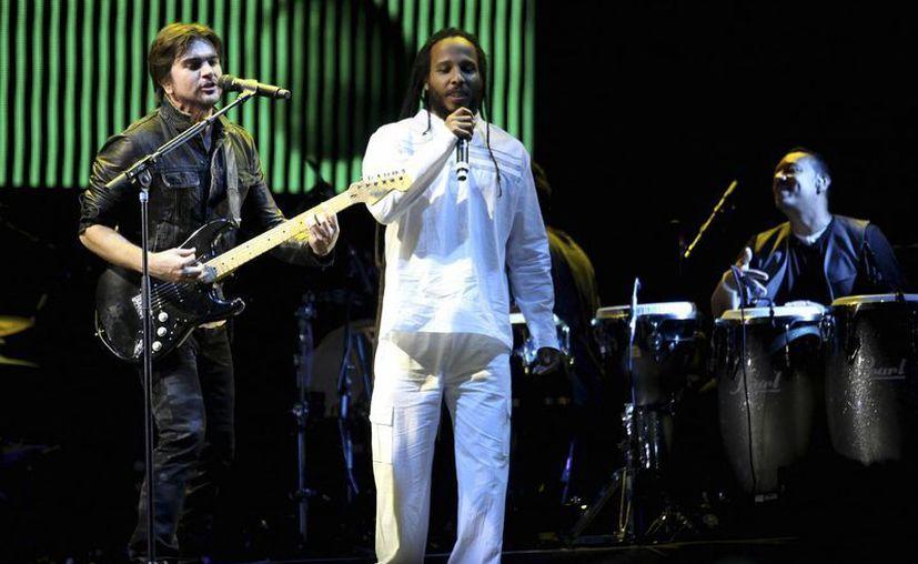 Juanes y Ziggy Marley compartieron escenario en la Cumbre Tajín. (Agencias)