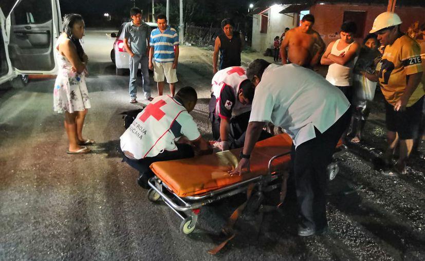 Al lugar llegaron los paramédicos, quienes mencionaron que el sujeto presentaban una herida cortante a la altura del abdomen. (Redacción/SIPSE)
