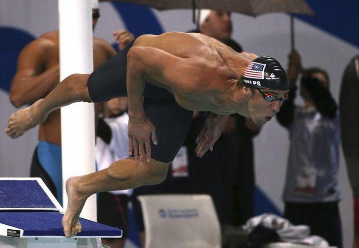 Michael Phelps se impuso en los 100 metros mariposa con tiempo de 51.29 segundos en el Campeonato Pan Pacific. (Foto: AP)