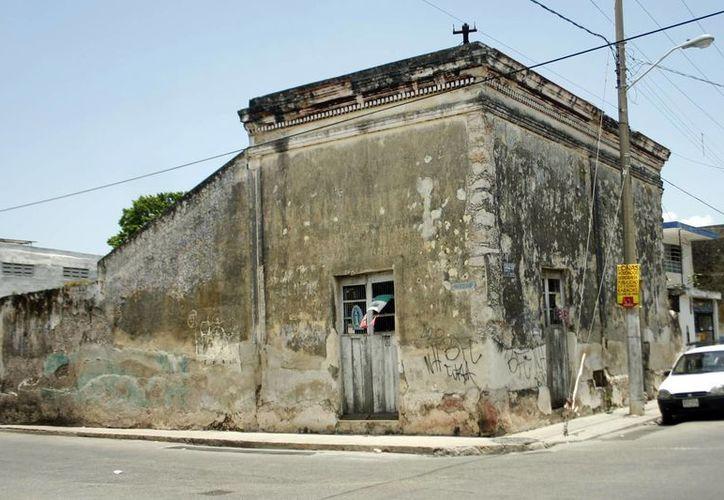 En el marco del programa permanente de Predios en Riesgo, del Ayuntamiento de Mérida, se da seguimiento a los trabajos en los edificios que pueden derrumbarse y a otros que podrían sumarse debido a las lluvias y huracanes venideros. (SIPSE)
