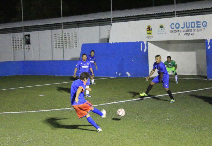 Este fin de semana se llevaron a cabo los encuentros correspondientes a la vuelta de las semifinales de este campeonato de Fútbol de bardas. (Miguel Maldonado/SIPSE)