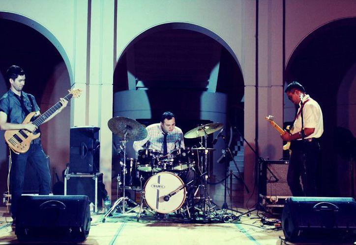 El trío Los Victoria realiza una exitosa temporada de conciertos. (Milenio Novedades)
