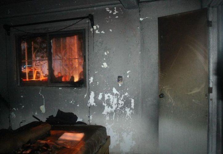 En este departamento se quemó el colchón en donde se hallaba el cuerpo de Daniel Francisco Alejandro Almeida, según las autoridades. (Redacción/SIPSE)