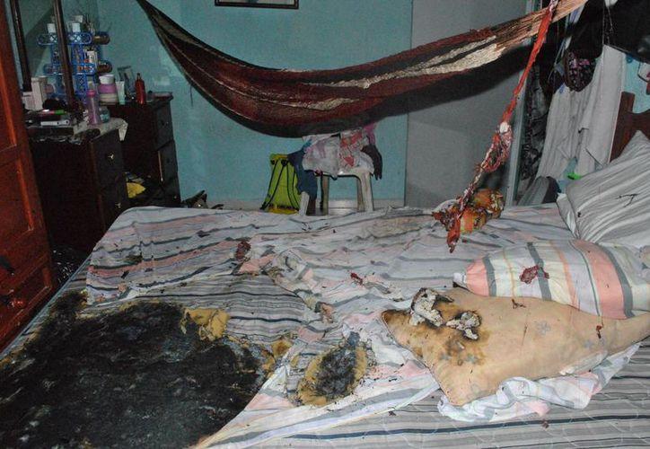 Un grupo de jóvenes incendió parte de una vivienda de la Región 259 de Cancún la madrugada del lunes. (Redacción/SIPSE)