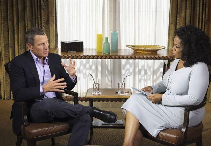 Armstrong confesó haberse dopado, al grabar una entrevista con Oprah Winfrey. La presentadora no especificó si el tema fue abordado. (Agencias)