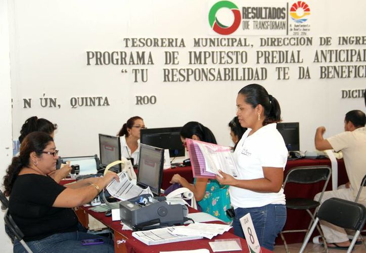 Confían que la mayoría de los contribuyentes acuda a las cajas de la dependencia y se logre alcanzar la cifra de 400 millones de pesos. (Tomás Álvarez/SIPSE)