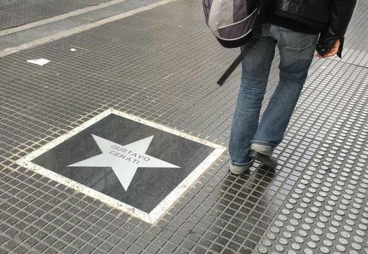 La estrella de Gustavo Cerati ya 'brilla' en el nuevo Paseo de la Fama de Buenos Aires, Argentina. (Notimex)