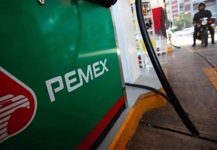 Pemex indicó que mantendrá el plan de ajuste previamente anunciado por 100 mil millones de pesos. (Archivo/Reuters)