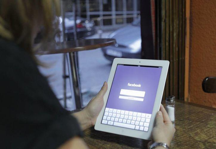 A todos los usuarios les fueron enviadas notificaciones a sus correos electrónicos o teléfonos.   (Archivo/EFE)