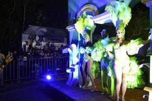 ¡Comienza la fiesta! Desfile de Corso con mucho color