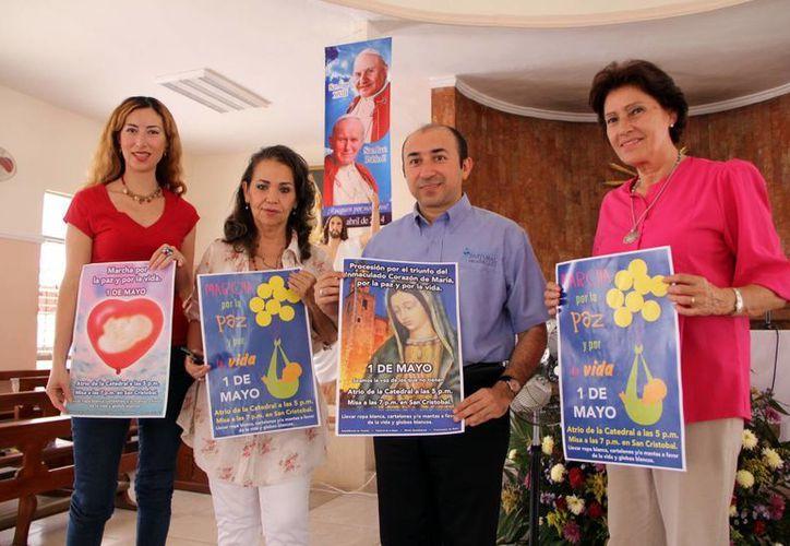 Organizadores de la Procesión por la Paz y la Vida. (José Acosta/SIPSE)