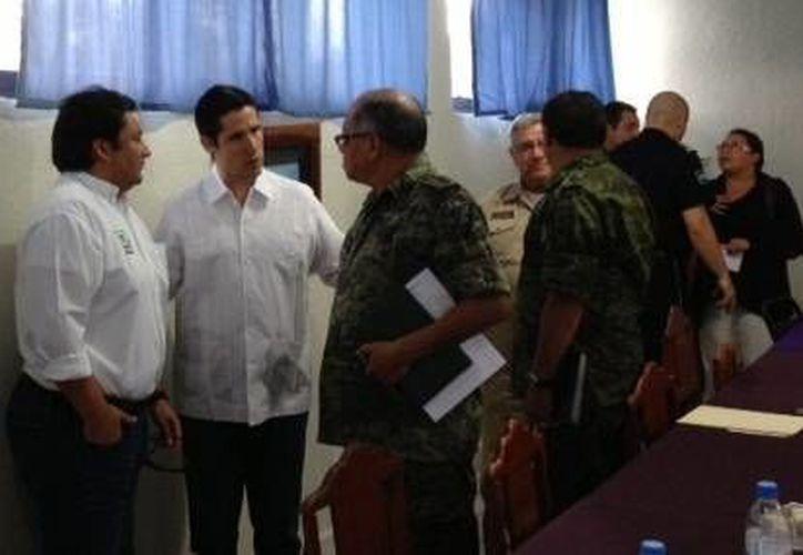 Las autoridades al término de la reunión. (Cortesía/SIPSE)