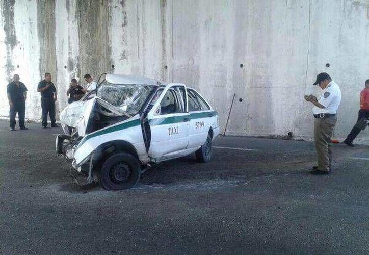 El accidente provocó el bloqueo temporal del tramo carretero. (Foto: @DirecTransito)