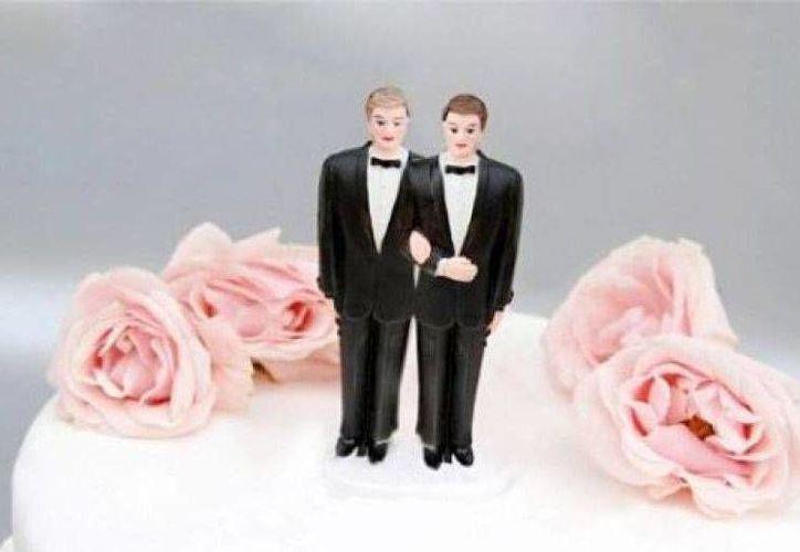 Se necesita que cuatro parejas gay se amparen para que se cree una jurisprudencia. (clarin.com)