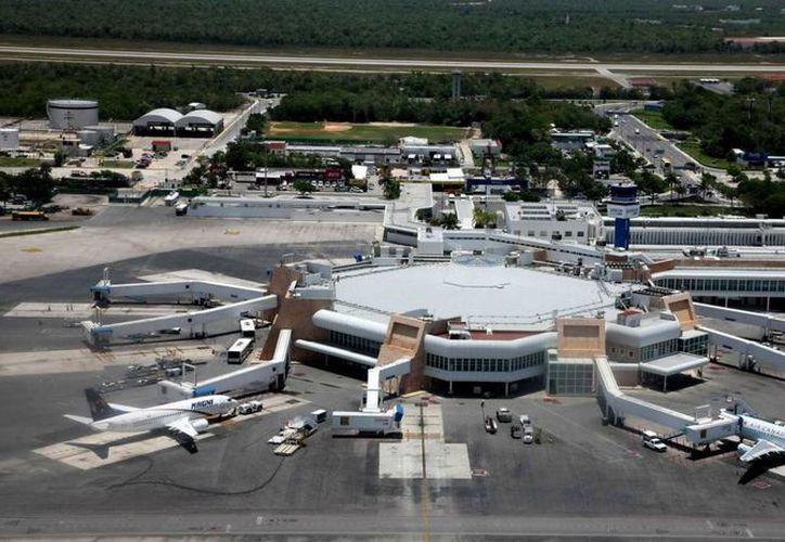 Las empresas Condor y Aerolíneas Argentinas operarán las nuevas rutas con destino al Aeropuerto Internacional de Cancún. (Redacción/SIPSE)