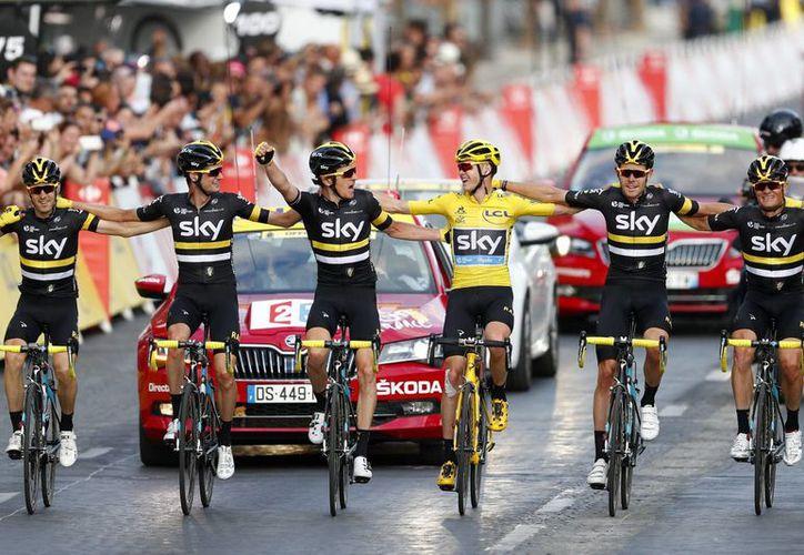 La reducción en el número de ciclistas por equipo en las tres competencias ciclictas más importantes de Francia, España e Italia será efectiva a partir de la temporada 2017 y no supondrá ningún cambio en el número de equipos inscritos. (EFE/Archivo)
