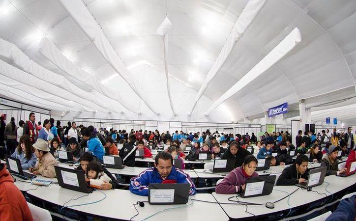 Los mexicanos permanecen conectados siete horas y 14 minutos al día. (Animal Político).