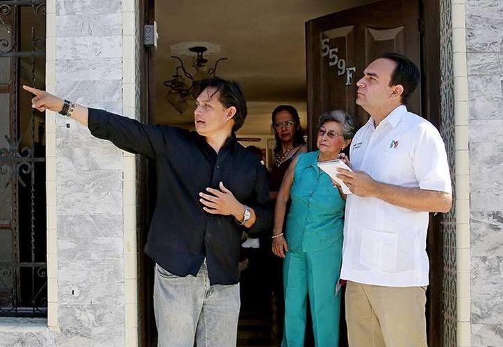Nerio Torres Arcila conversó con los vecinos del rumbo de Santiago. (Milenio Novedades)