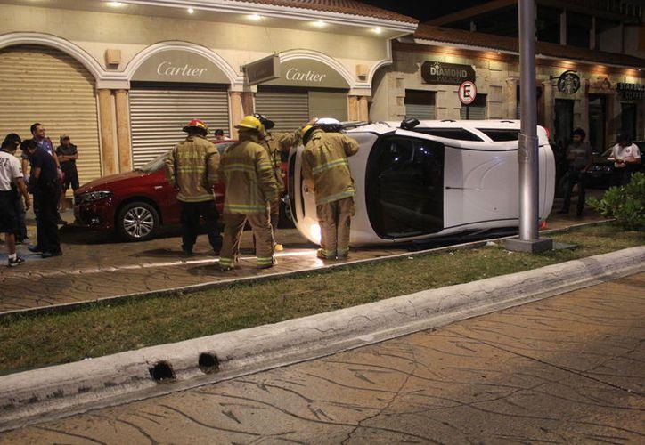El auto fue a llevado al corralón. (Redacción: SIPSE)