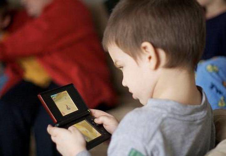 Los psicólogos aconsejan que los niños realicen actividades al aire libre, lejos de cualquier tipo de pantalla. (Internet)