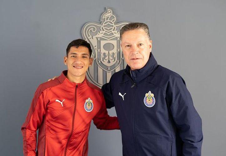 Uriel Antuna y Ricardo Peláez. (Chivas TV)