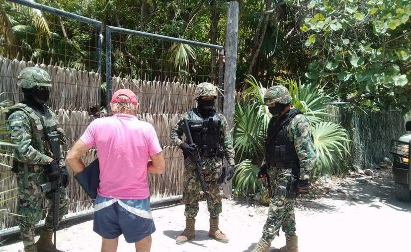 Efectivos de la Secretaría de Marina mantienen vigilancia en la zona. (Rossy López/SIPSE)