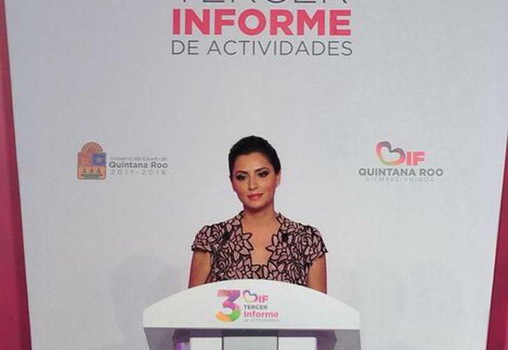 Mariana Zorrilla de Borge, presidenta honoraria del DIF rindió su informe de labores en el Centro de Negocios y Convenciones. (Redacción/SIPSE)
