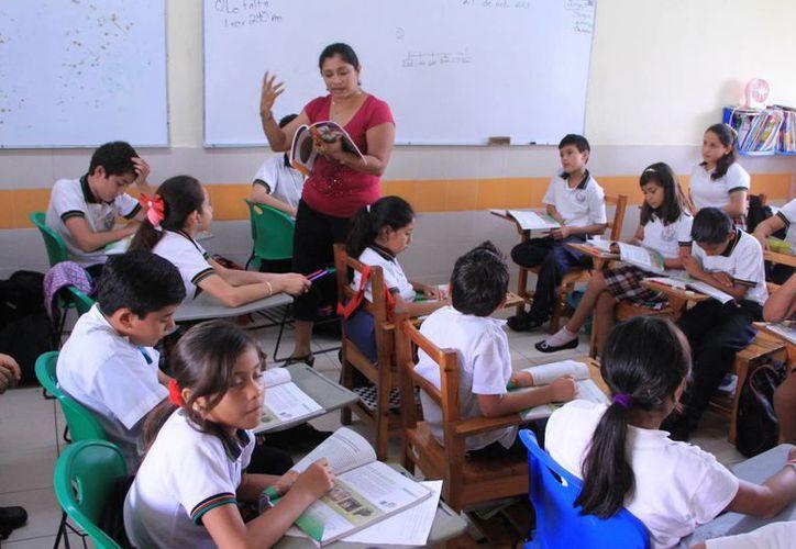 Imagen de un salón de clases donde se observa a los niños durante una clase. (José Acosta/SIPSE)